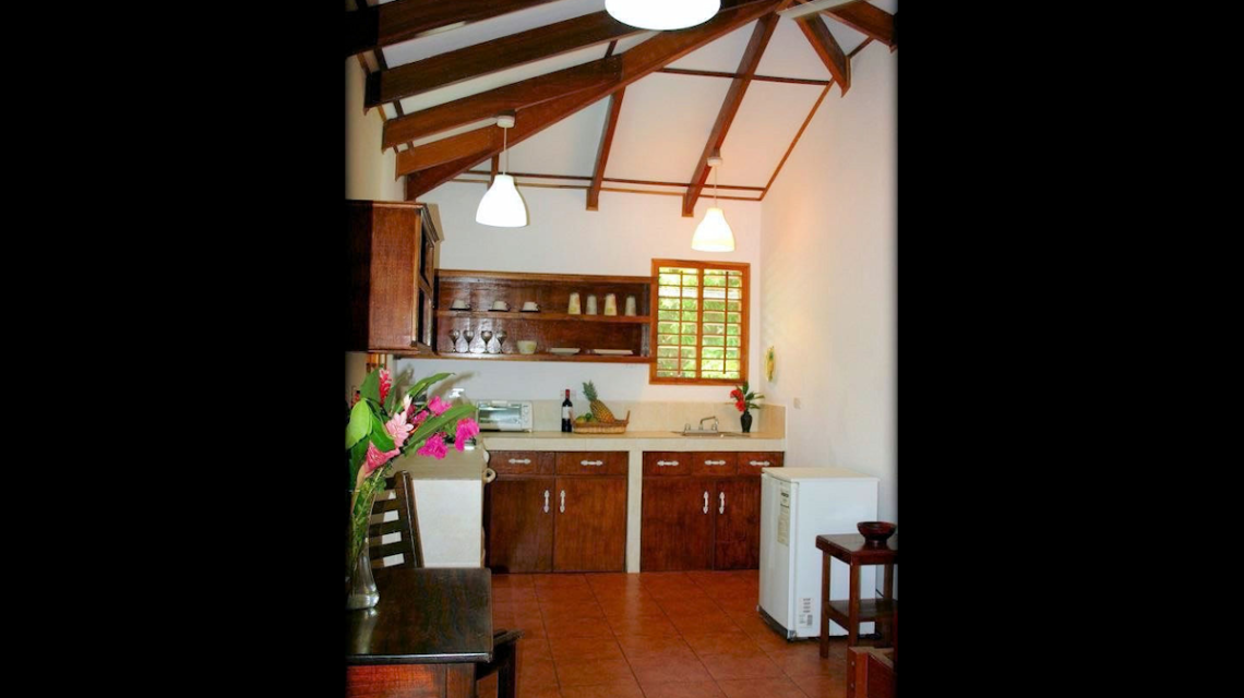 Upper Beachfront Bungalow Kitchen